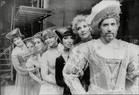 'kings & Clowns' Musical Starring Frank Finlay As Henry V111. Left To Right; Sally Mates As Katherine Parr; Collet Gleeson As Katherine Howard; Anna Quayle As Anne Of Cleves; Maureen Scott As Jane Seymour; Dilys Watling As Anne Boleyn; Elizabeth Counsell As Katherine Of Aragon; Then Frank Finlay At The Front.