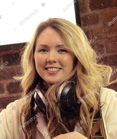 Beatie Wolfe, singer songwriter