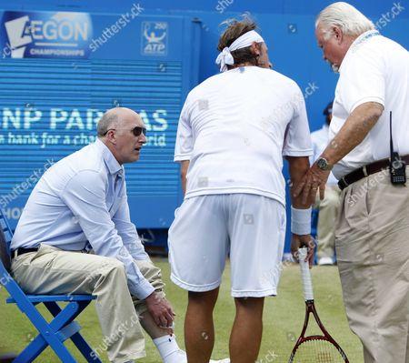 David Nalbandian speaks to injured line judge Andrew McDougall and ATP World Tour Supervisor Tom Barnes
