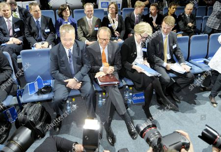 President and CEO of Nokia Stephen Elop, outgoing Chairman of the Board Jorma Ollila, Vice Chairman of the Board Marjorie Scardino and new Chairman of the Board Risto Siilasmaa are seen surrounded by cameras