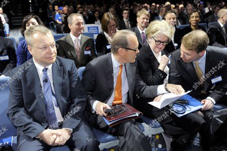 President and CEO of Nokia Stephen Elop, outgoing Chairman of the Board Jorma Ollila, Vice Chairman of the Board Marjorie Scardino and new Chairman of the Board Risto Siilasmaa