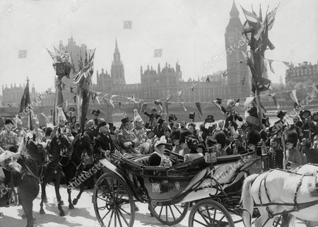 Film Production In Britain 1950 Filming Of The Movie 'the Mudlark' Crowds On The London Embankment Cheered Actress Miss Irene Dunne As Queen Victoria Hen He Drove Past