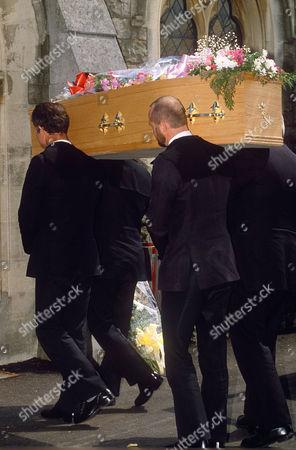 Coffin, Pall bearers