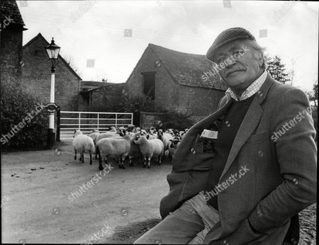 Stock Image of Nigel Davenport In The Cotswold Village Of Condicote Near His Home