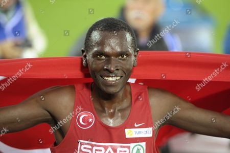Turkey's Polat Kemboi Arikan won men's 10 000 m final