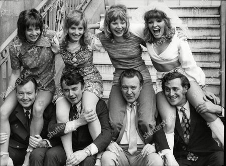 Cast Of The Play There's A Girl In My Soup- Gay Singleton Belinda Carroll Barbara Ferris Karen Kessey Charles Tingwell Peter Byrne Donald Sinden And Gerald Flood 1971.