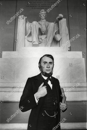 Actor Roy Dotrice As Abraham Lincoln