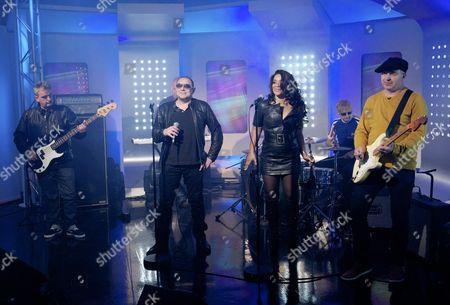 The Happy Mondays - Paul Ryder, Shaun Ryder, Rowetta Satchell, Gary Whelan, Mark Day