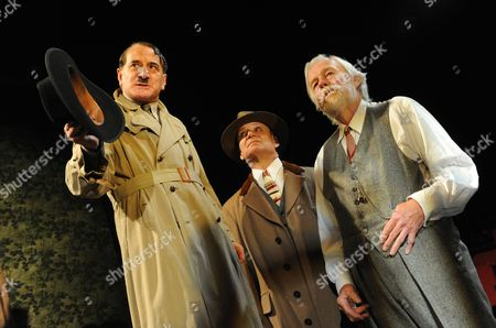 Henry Goodman as Arturo Ui, Michael Feast as Roma and William Gaunt as Old Dogsborough