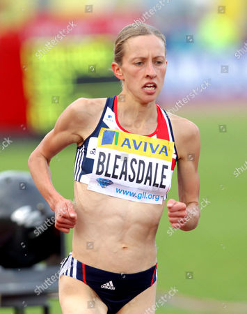 Julia Bleasdale (GBR) runs a personal best in the 5000m