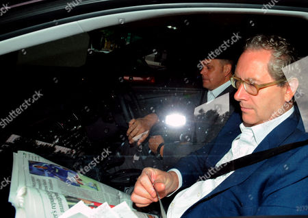 Stock Photo of John Witherow Editor Of The Sunday Times Arrives At Wapping This Morning. Id To Be Confirmed. 12/07/2011