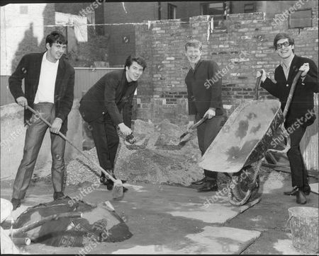Pop Group 'the Searchers' - 1964 - Chris Curtis John Mcnally Mike Pender And Frank Allen.