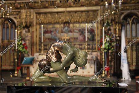 Olympic gymnast sculpture by artist Eleanor Cardozo
