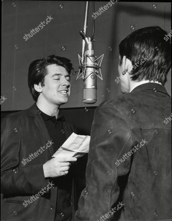 Frank Allen And Mike Pender Of Pop Group 'the Searchers' - 1964