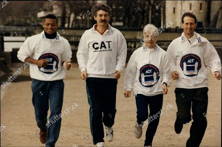 (l-r) Adrian Dodson David Bedford Jenny Wood Allen And Ian Richter Training For The 1992 London Marathon.