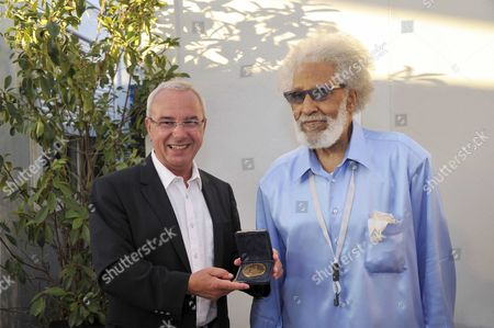 French Deputy and mayor of Antibes Juan les Pins, Jean Leonetti awards Sonny Rollins the medal honor of Antibes Juan les Pins