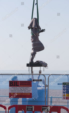 Statue of Steve Ovett is lowered into place