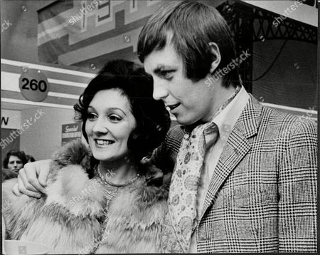 Daily Mail Ideal Home Exhibition - Dj Simon Dee And Wife Beryl / Bunny