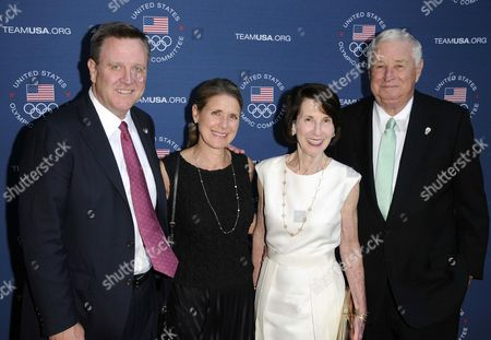 Guests and Marjorie Susman, Louis B Susman, US Ambassador to the UK
