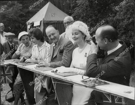 Sarah Butler R. A. Butler Valerie Hobson And John Profumo Play Bingo At Stanstead Hall