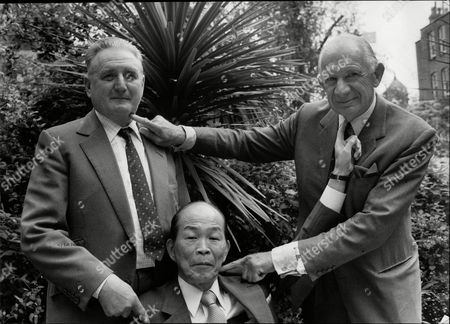 Editorial picture of Ex British And Japanese World War Ii Enemies Sharing A Drink Bill Gollop Susumi Nishida And Alan Cowell.