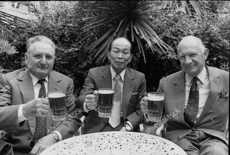 Editorial photo of Ex British And Japanese World War Ii Enemies Sharing A Drink Bill Gollop Susumi Nishida And Alan Cowell.