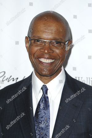 Obituary - American football player, Gale Sayers dies aged 77
