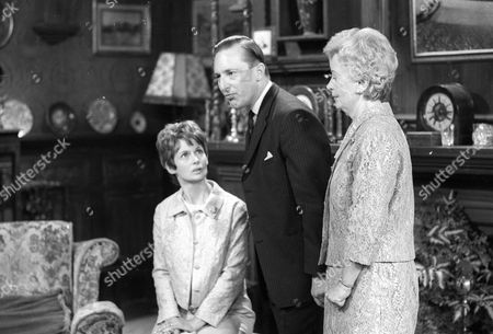 Ann Firbank as Maureen Benton, Peter Cellier as Simon Benton and Ursula Jeans as Ursula Benton