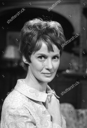 Ann Firbank as Maureen Benton