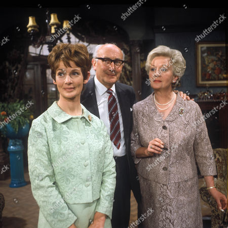 Ann Firbank as Maureen Benton, Noel Howlett as James Benton and Ursula Jeans as Ursula Benton