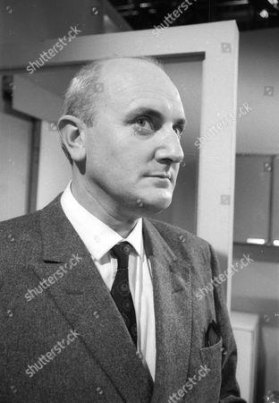 Michael Barrington as Dr Mannard