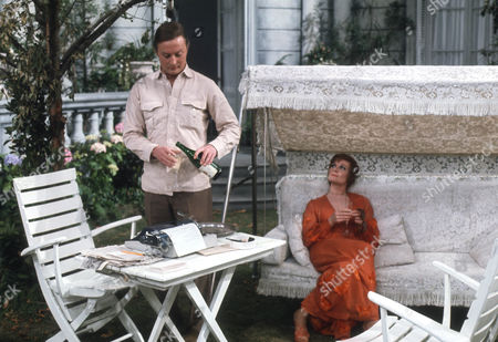 Donald Pickering as Howerd and Adrienne Corri as Dana