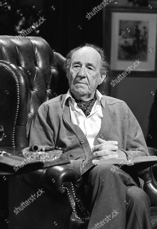 Michael Hordern, who read the introduction to the play