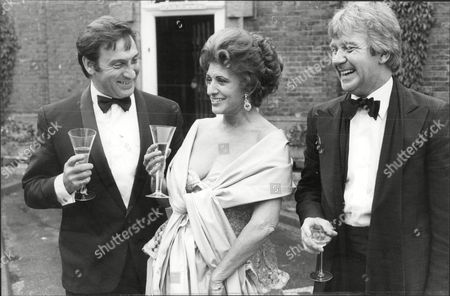 Actress Pat Phoenix With Ernst Walder And Peter Dudley Celebrate The 2000th Episode Of Coronation Street At Mottram Hall In Prestbury Cheshire. Pat Died Of Lung Cancer 17/9/1986.