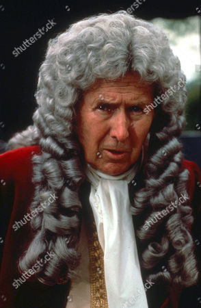 Anthony Quayle as Lord Granville