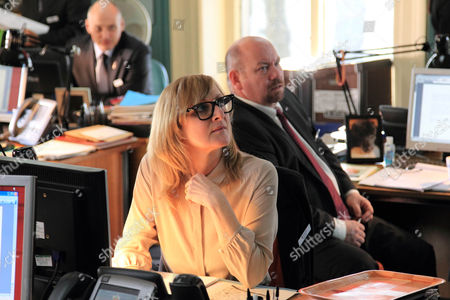 Lesley Sharp as DC Janet Scott and Tony Mooney as DC Pete Readyough.