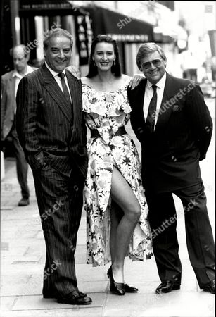 Fashion Designers George Gross And Harry Who With A Model Wearing A Harry Who Daisyprint Skirt (a159) And Top (a89).