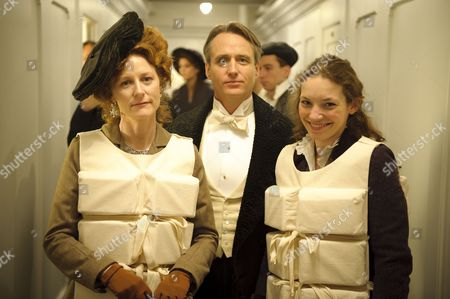 Geraldine Somerville as Countess of Manton, Linis Roache as the Earl of Manton and Perdita Weeks as Georgiana Grex