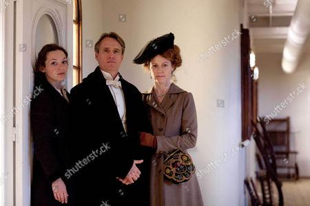 Perdita Weeks as Georgiana Grex, Linis Roache as the Earl of Manton and Geraldine Somerville as Countess of Manton