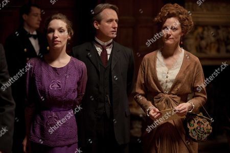 Perdita Weeks as Georgiana Grex, Linus Roache as Earl of Manton and Geraldine Somerville as Countess of Manton