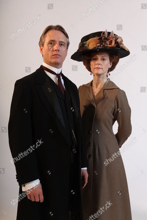 Linus Roache as Hugh, Earl of Manton and Geraldine Somerville as Louisa, Countess of Manton