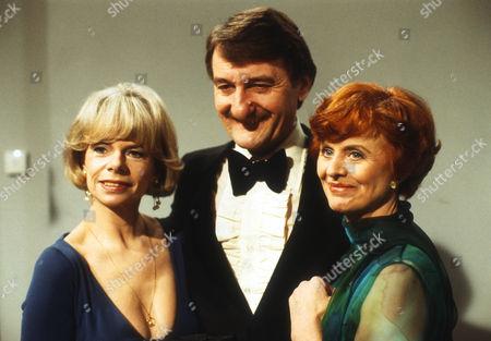 Jill Bennett as Stella, Peter Jeffrey as Rufus and Isabel Dean as Betty