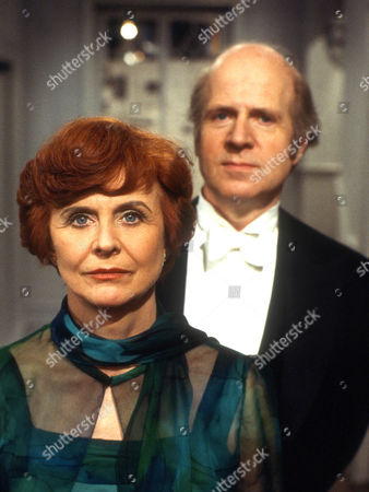 Isabel Dean as Betty and Philip Stone as Harold