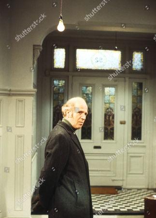 Philip Stone as Harold