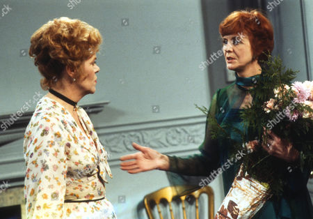 Rachel Roberts as Pauline and Isabel Dean as Betty