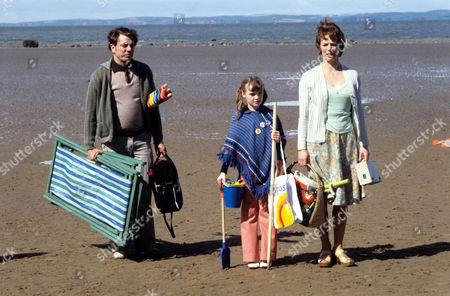 Alun Armstrong as Mr Cooper, Susan Hopkins as Jennifer and Marjorie Yates as Mrs Cooper