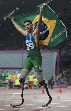 Brazilian Alan Oliveira wins gold - Men's 200M T44