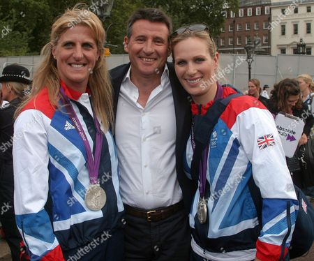 Kristina Cook, Lord Sebastian Coe, with Zara Phillips, outside Buckingham Palace