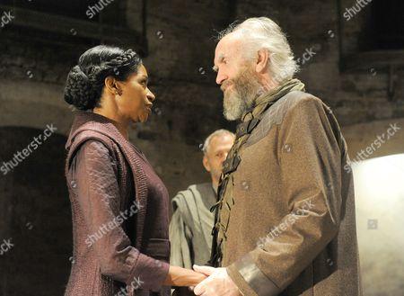 Jenny Jules as Regan, Ian Gelder as Kent, Jonathan Pryce as King Lear