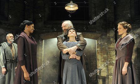 Ian Gelder as Kent, Jenny Jules as Regan, Jonathan Pryce as King Lear Phoebe Fox as Cordelia, Zoe Waites as Goneril